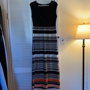 Black and white maxi dress with orange detail. Med